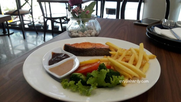 Grilled Salmon Rosti resto cafe